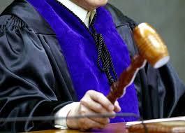 Es inadmisible que los «Acuerdos» de los Tribunales sustituyan a las leyes